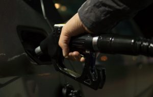 Rusija razmatra privremena ograničenja izvoza goriva