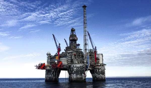 Novi talas korone usporiće rast potražnje za naftom