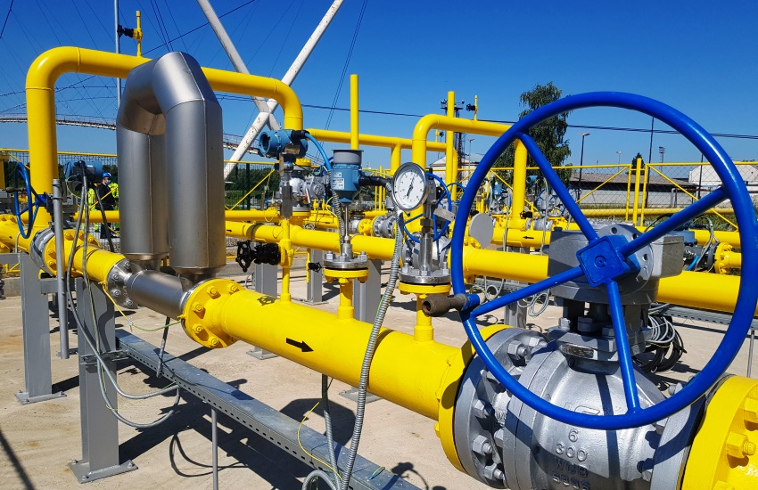 gasovod u Rafineriji nafte Brod